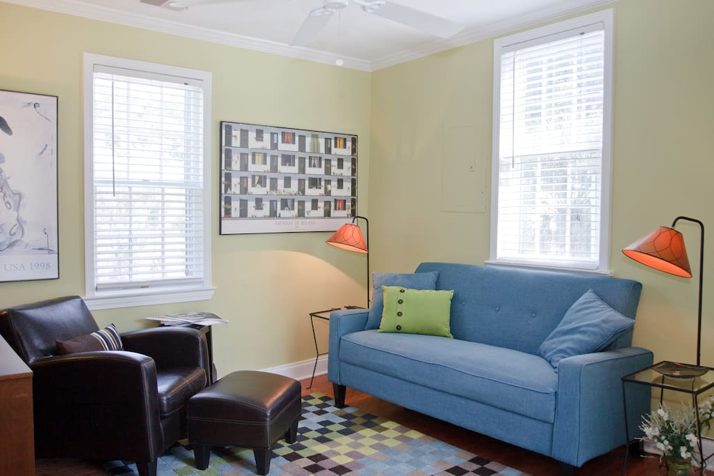 downtown condo with a twist apartments for rent in charleston south carolina united states. Black Bedroom Furniture Sets. Home Design Ideas