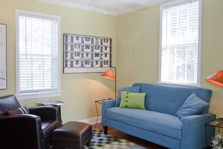 Downtown condo with a twist! - Charleston - Apartemen