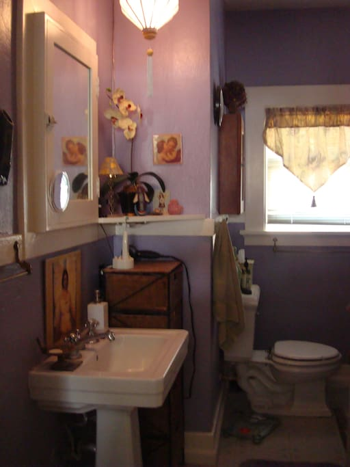 Shared bath: the purple room.