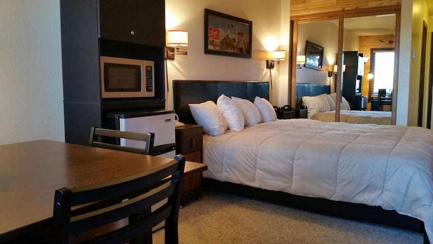 Resort Style Suite Near Ski Granby and Winter Park - Granby - Selveierleilighet
