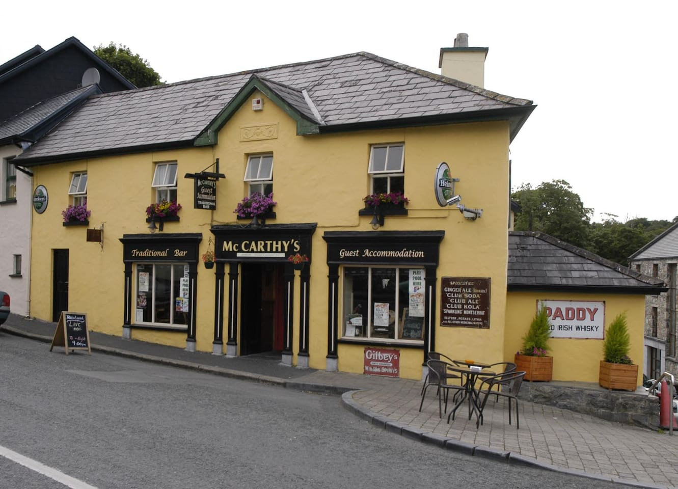 McCarthys Bar & Guesthouse