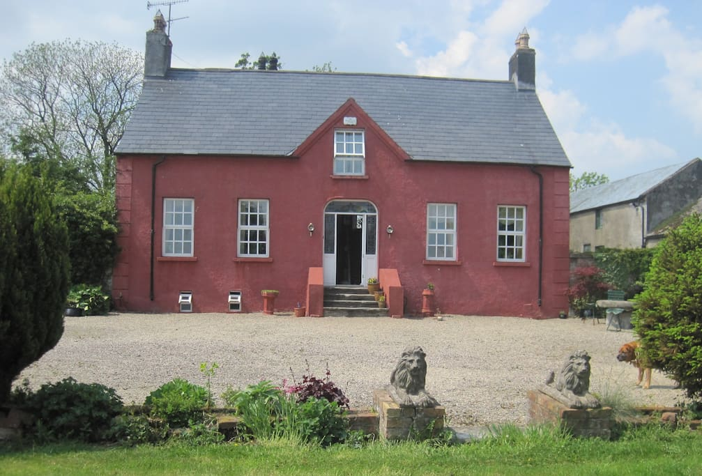 Longvale House was built in 1611 and retains its original features