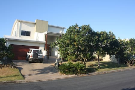 Self contained 2b/r beachside unit - Kingscliff