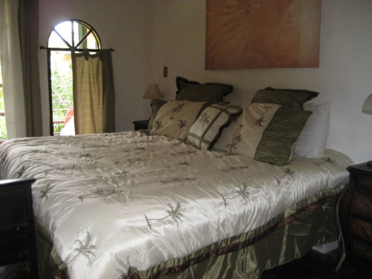 King size bed with private entrance,bath and terrace.