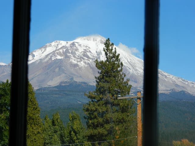 WORLD CLASS MT SHASTA VIEW!  3BD/2BA. Unique. - McCloud