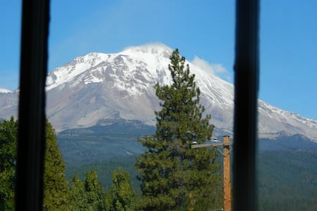 WORLD CLASS MT SHASTA VIEW!  3BD/2BA. Unique. - McCloud - Apartment