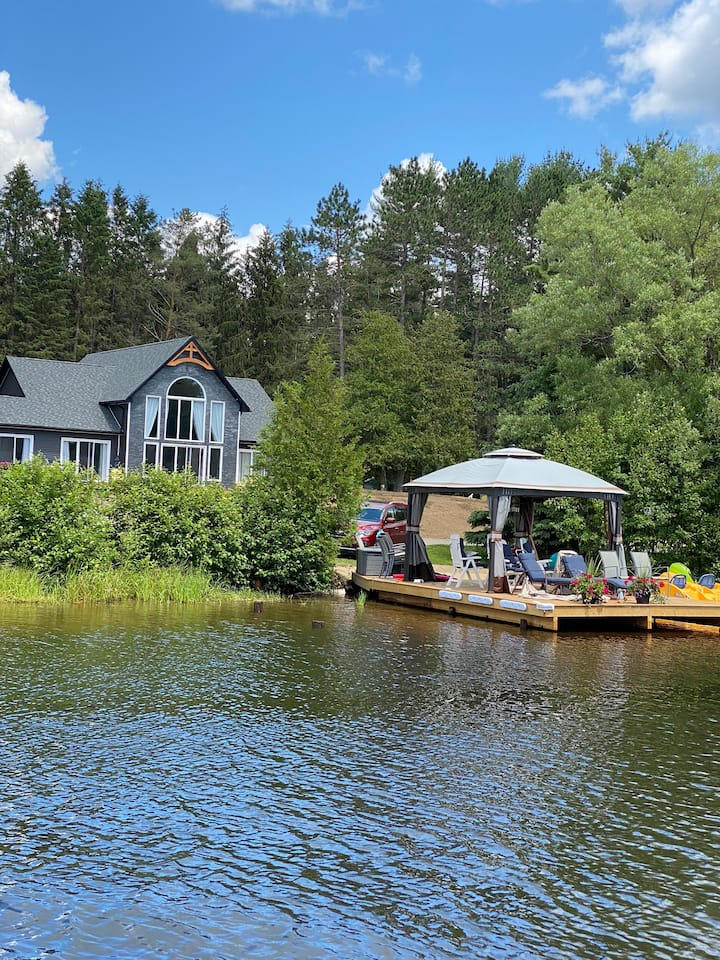Cozy one bedroom apartment on Muskoka River.