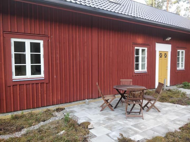 Nybyggt sjönära boende i natursköna Stenberga