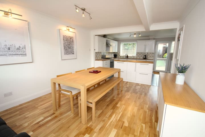 Three Bed Townhouse close to Brentwood High Street