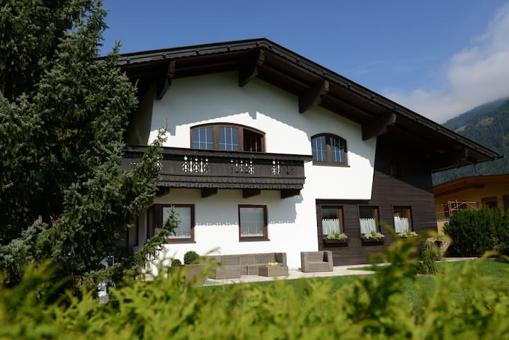 Golf&Ski apartment Zillertal/Tyrol - Uderns - House