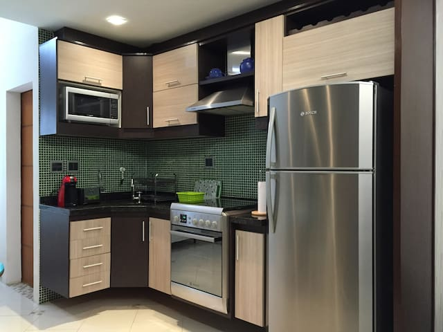 Cozinha totalmente equipada. Fully equipped kitchen.