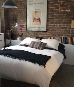 Converted warehouse 1 bedroom apartment - Camperdown