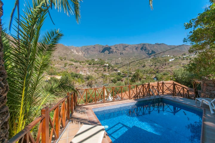 Holiday Cottage with pool (GC0261)