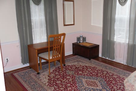 Private Room & Bath/Shower, near DC - Rockville