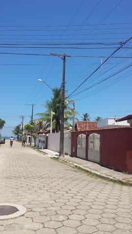 Peruibe/100 mts  Praia/3 dorms/3 garagens/ WI-FI