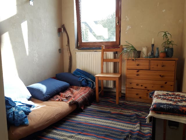 Kleines, gemütliches  Zimmer Zentral gelegen.