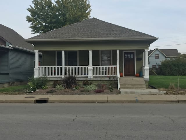 2 Bedroom Home w/ Fenced in Yard Near Downtown