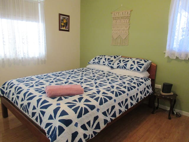 Cosy room close to town and beach