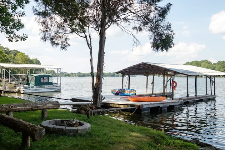 Golden Getaway - Nashville, TN Lake Cottage w/dock
