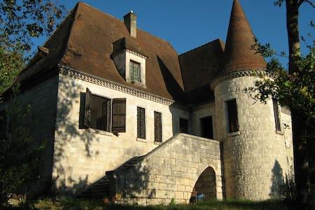 Petit castel,   calme et espace - Beaumont-du-Périgord - Bed & Breakfast