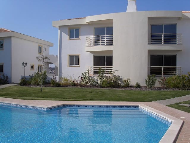 Luxury Apartment in Fantastic Location Near Beach - Guia - Byt