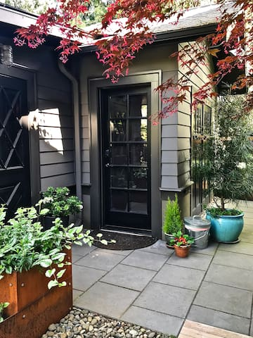 Sunny Garden Studio