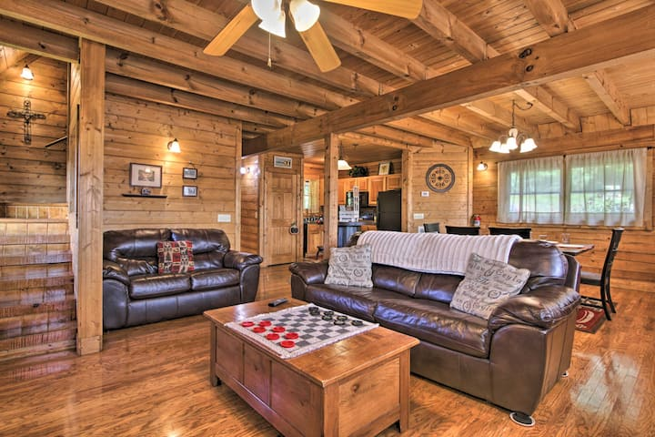 ⚡⭐Cabin/2BD2.5BA/game room/3.5 Mi to Dollywood⭐
