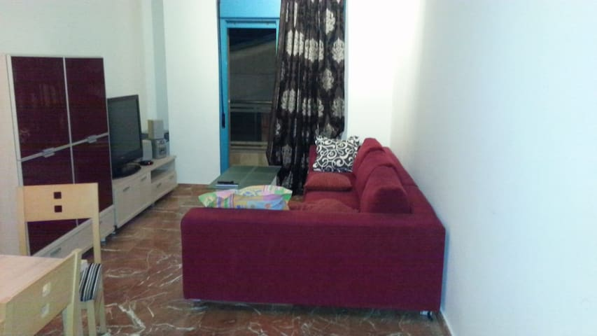 Entire 2 bed apartment, 50m from the beach, center