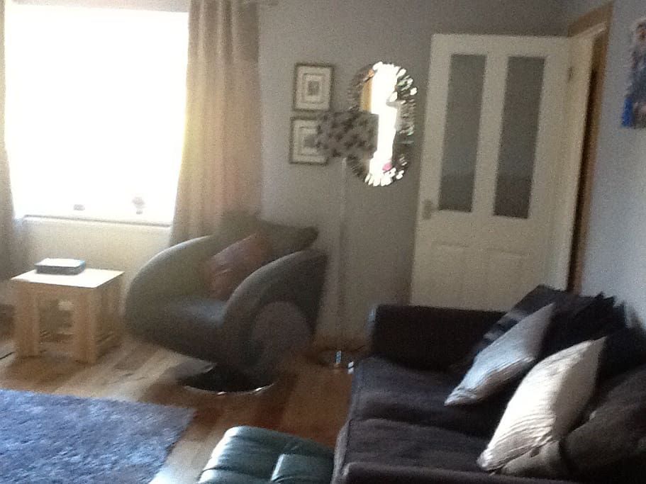 Large living room, seating for 7
