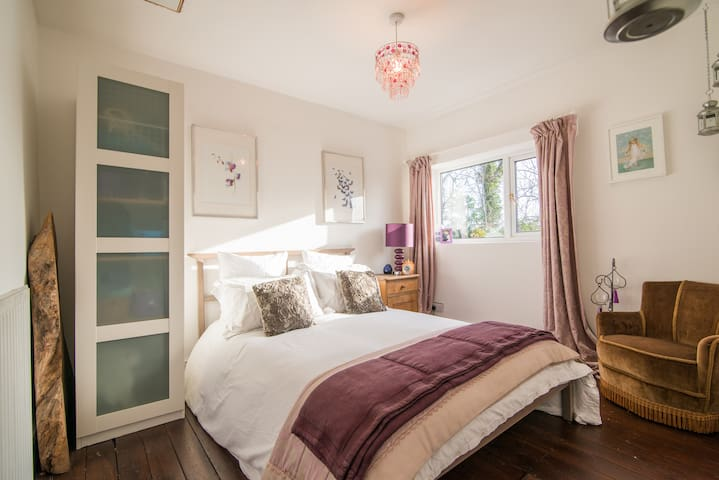 Charming cosy double near mcr airport with WiFi