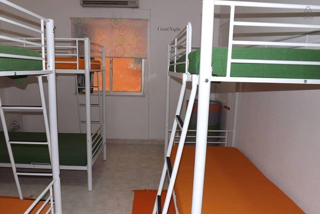 Dormitório misto de 8 camas