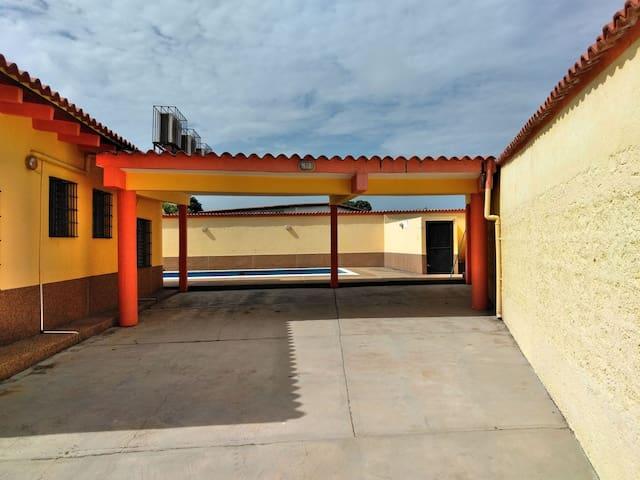Casa Playera para 15  en Higuerote con piscina