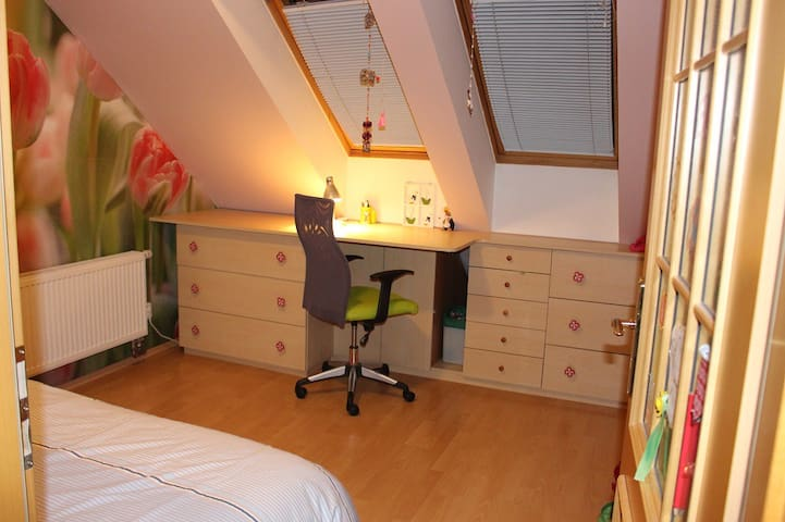 Near Prague airport - for 1 person - Hostivice - Řadový dům