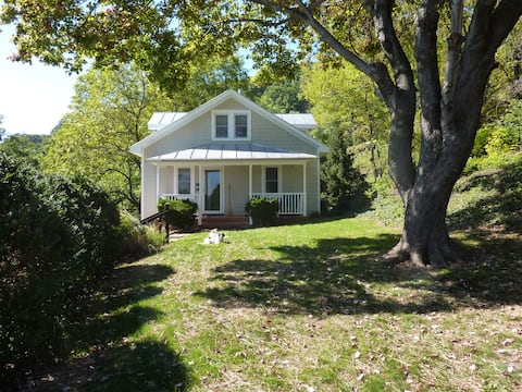 Afton Station Cottage - Remodeled Private Setting