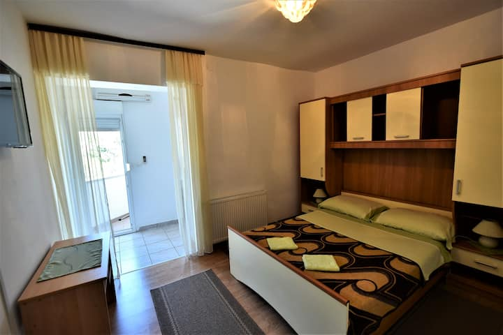 "Apartment "" ZAGI ""for 2 near beach and NP"