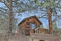 Your Rocky Mountain hideaway awaits at this studio cabin!