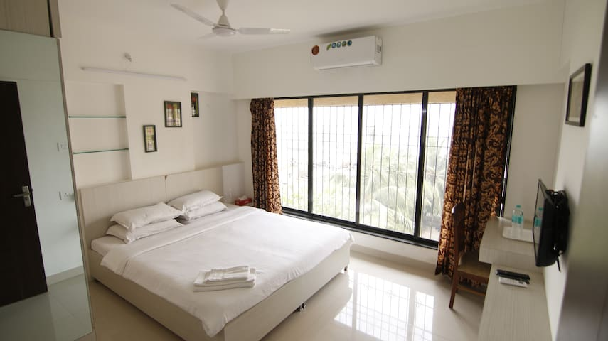 Fully Furnished 3 BHK Serviced Apt - Bandra East