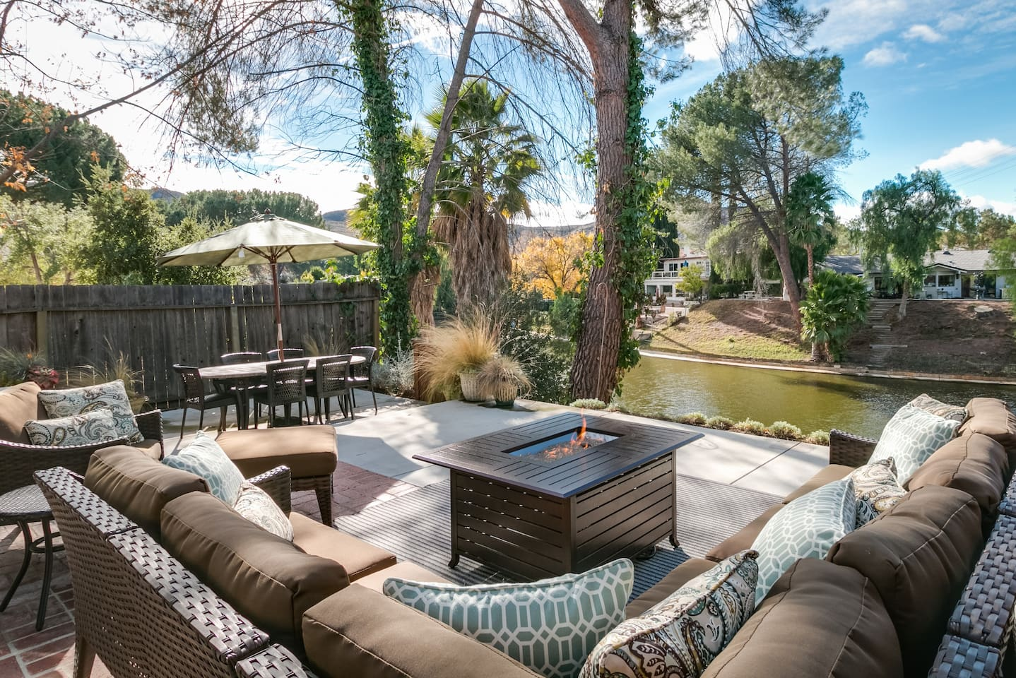 Welcome to Agoura Hills! The landscaped yard looks over Lake Lindero.