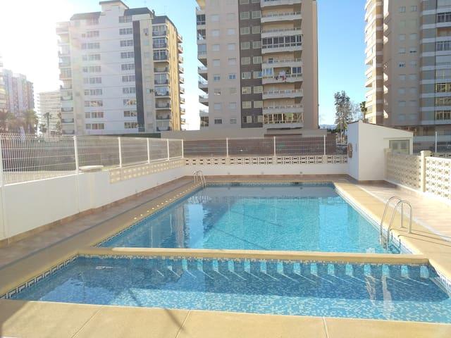 Apartamento con piscina y párking.