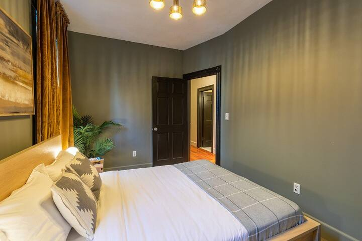 Spacious Queen Room in Mission Hill