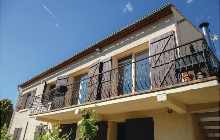 Nice apartment in Narbonne with WiFi and 3 Bedrooms
