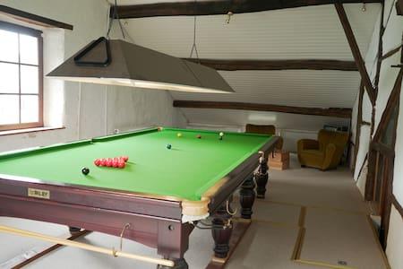Charmante maison familiale billard snooker jardin