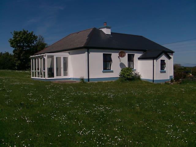 Ehemaliges Bauerhaus in der Killala Bay, Meerblick - Ballina - 一軒家