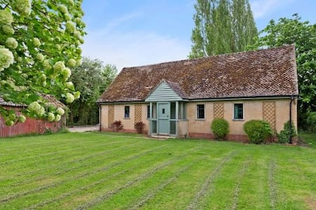A charming, remote Cotswold Cottage near Eynsham - Eynsham - บ้าน