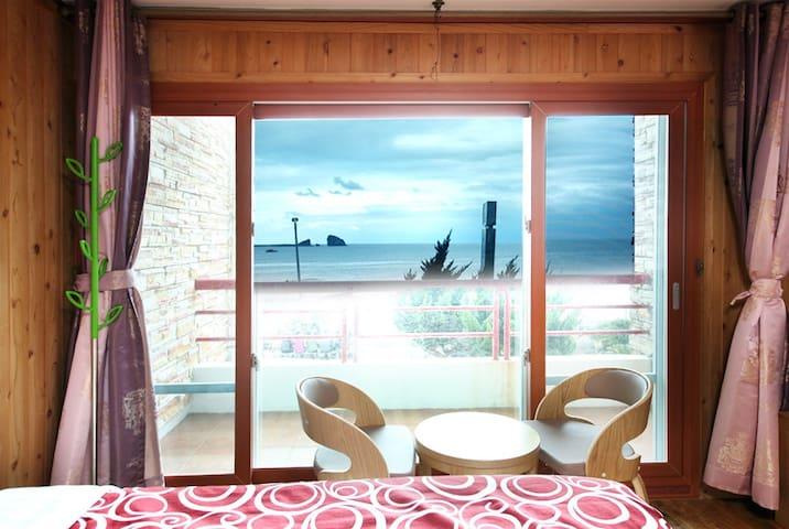 17평형 패밀리룸 SEASIDE HOUSE(바닷가하우스펜션) - Daejeong-eup, Seogwipo - Pensión (alojamiento típico coreano)