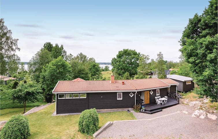 Holiday cottage with 4 bedrooms on 103 m² in Boxholm
