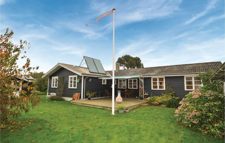 Holiday cottage with 5 bedrooms on 120 m² in Stubbekøbing