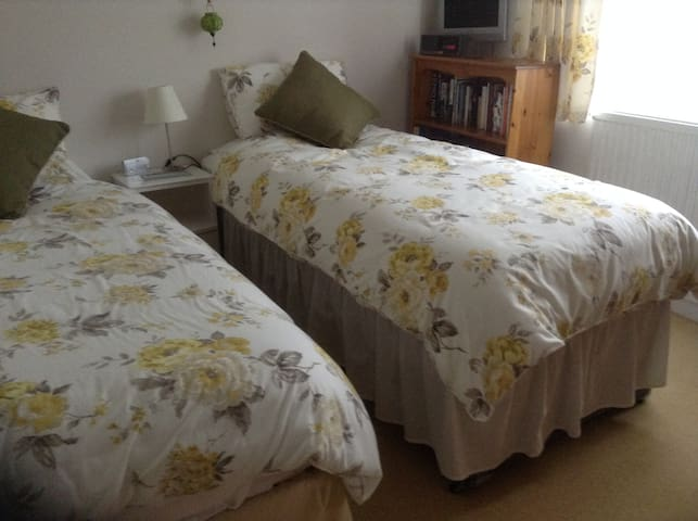 Cosy bedrooms in pretty village - Geddington