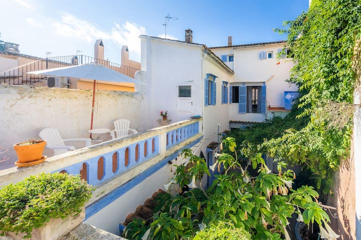 Charming Town House with romantic Garden - Villa Ithaka Petite