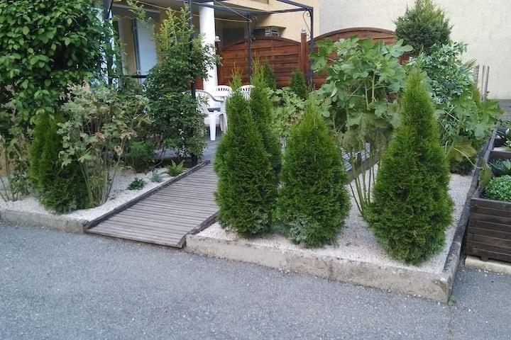 T2 *** avec terrasse à proximité des thermes